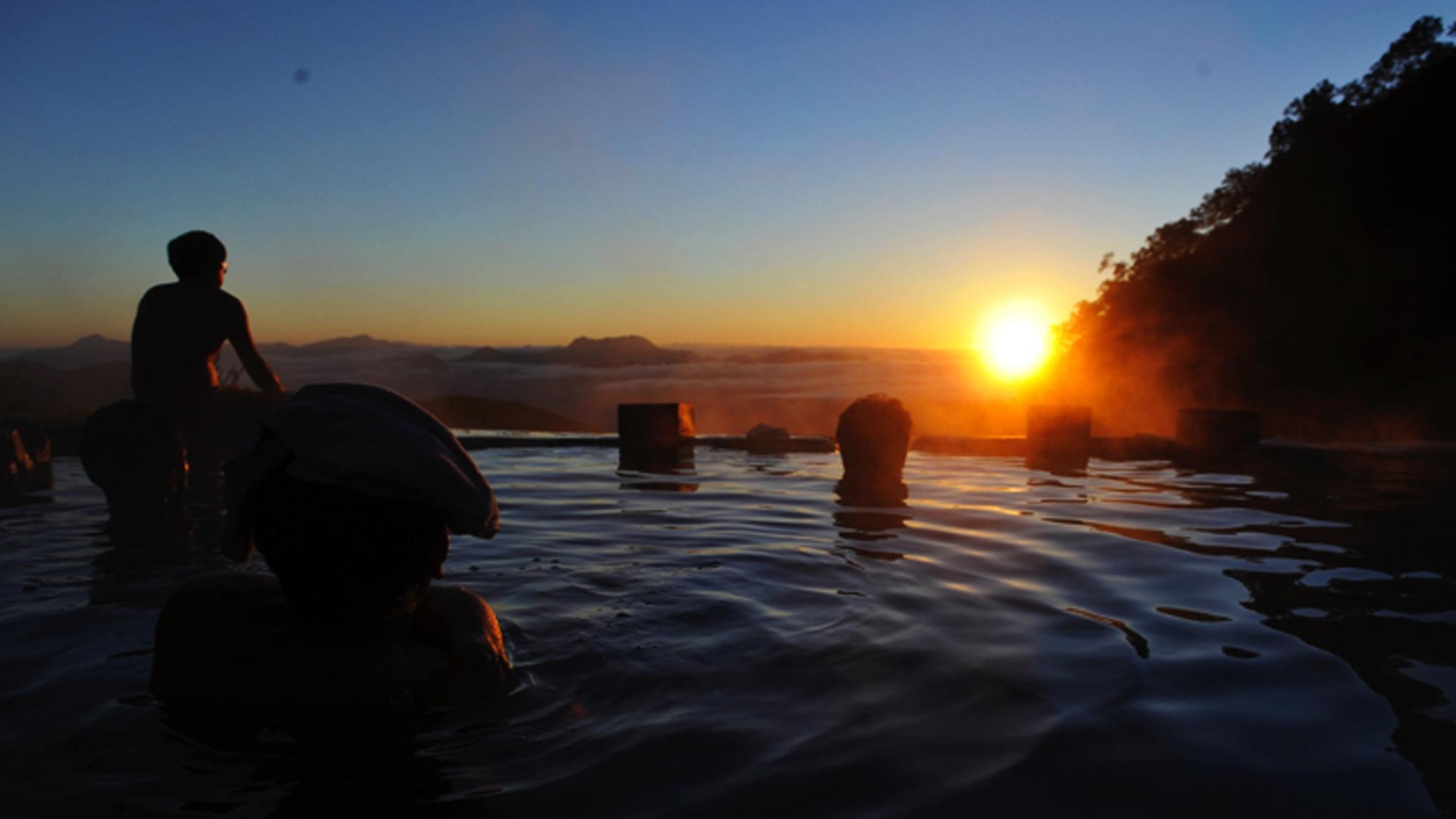 **【周辺観光_白馬鑓温泉】運が良ければ、露天風呂から御来光を望むことができます。