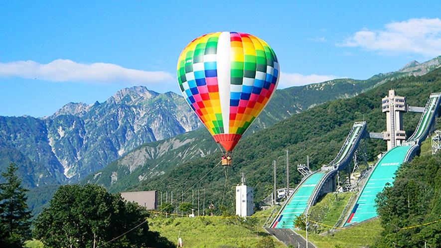 **【白馬アクティビティ】熱気球に乗って北アルプスの絶景を360度堪能できます。