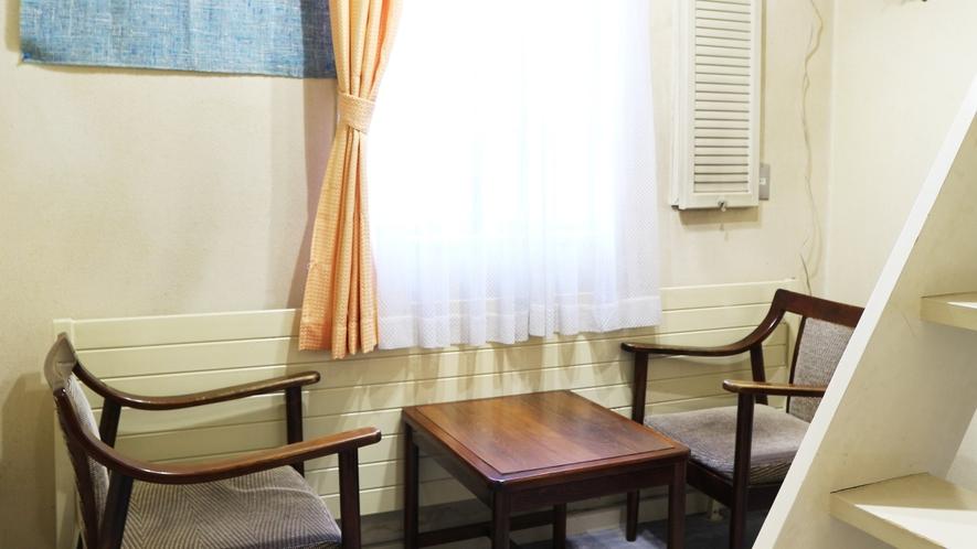 *【お部屋】明るい室内でのんびりとお過ごしくださいませ。
