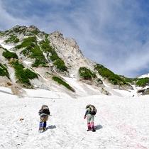 *【周辺観光_白馬大雪渓遊歩道】 雪どけ水の流れる沢の水は透き通っており、涼を感じることができます。