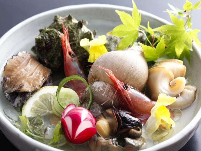 アワビ&サザエ等の涼風魚介盛