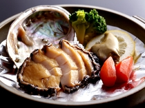 アワビ陶板ステーキの例。このプランに付いてます。