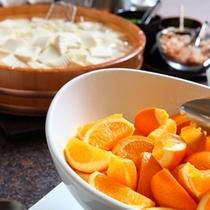 朝食ブッフェメニューの一例〜おなかに優しい『湯豆腐』やたっぷりビタミン!フルーツも☆彡