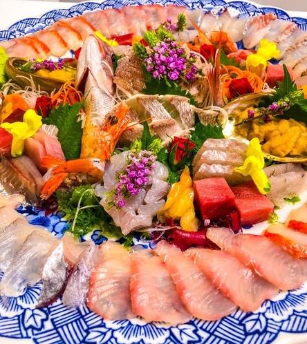 網代で獲れた魚をふんだんに使った刺身盛り合わせ_1
