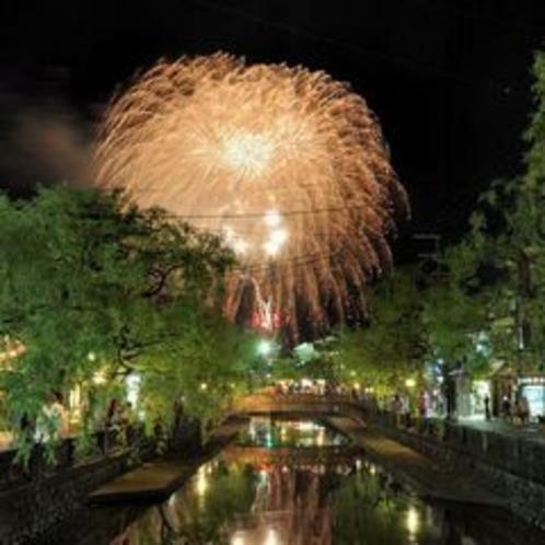 夏は温泉街に花火が上がります!2