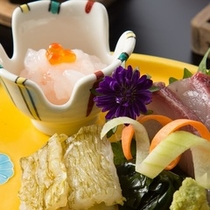 富山湾の宝石白えびお刺身は一番人気。