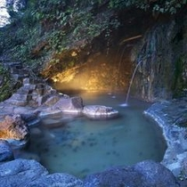 天然洞窟露天風呂 (混浴)※冬期間(12月〜4月初旬)閉鎖