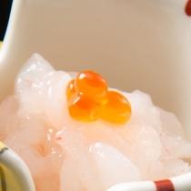 富山湾の宝石、甘くてとろける白えびお造り