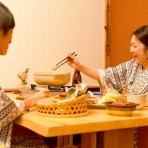 お食事は、本館2階「食事処」半個室のお席をご用意しております。