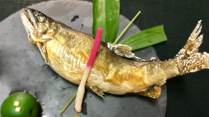 初夏の若鮎の塩焼きは絶品です。 ぜひご賞味ください。(写真はイメージ)
