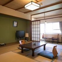 客室一例・別館和室。客室からは風情ある小浜の町並みが見られます
