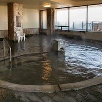 大浴場「茂吉の湯」。たっぷりのお湯が掛け流し。日頃の疲れを癒してください