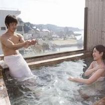 7階貸切露天風呂からは小浜の町並みが見渡せる。