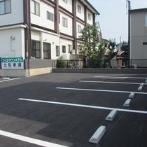 NEW★北駐車場(8台駐車可)①