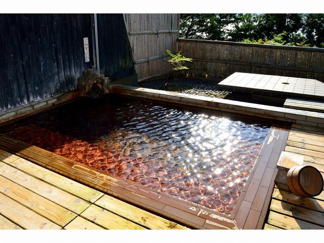 露天風呂「朱鷺の舞湯」浴室