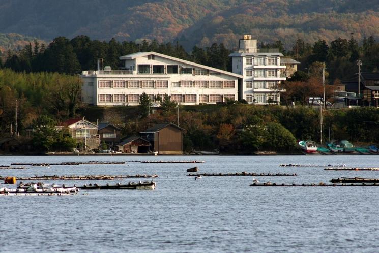 加茂湖とホテル全景