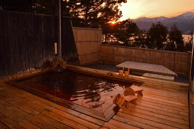 露天風呂「朱鷺の舞湯」 春 夕方