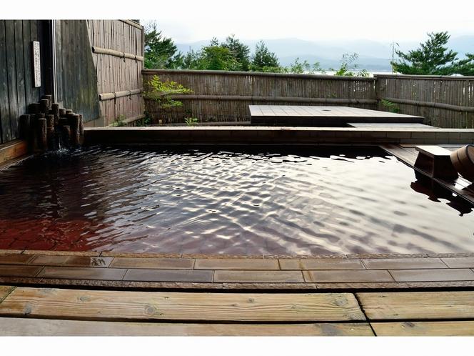 露天風呂「朱鷺の舞湯」湯船