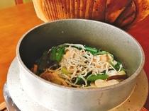 【夕食例】夕食付のすべてのプランで楽しめる人気の釜飯