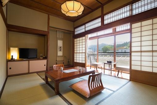 渓流沿いクラシック和室(1階・6畳)
