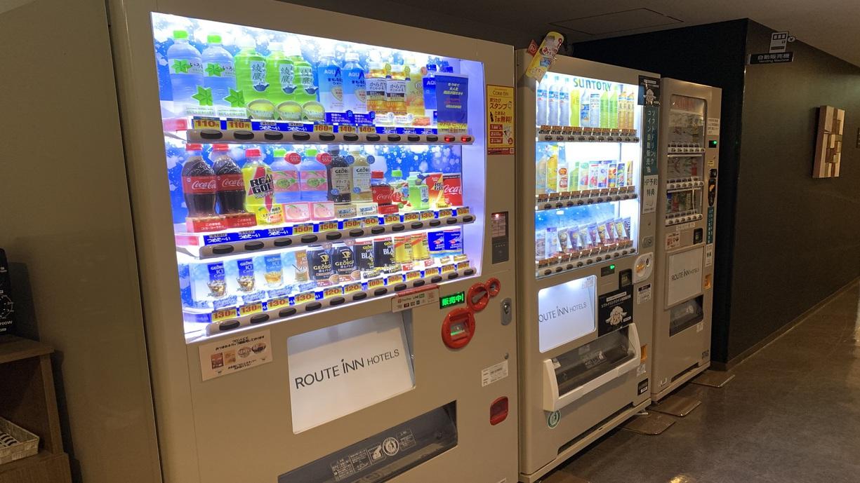 自動販売機◇フロント横にてソフトドリンク2台、アルコール1台設置しております。