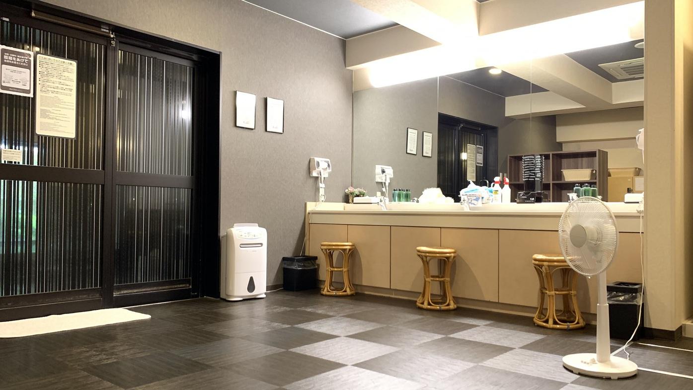 男性大浴場◇脱衣所