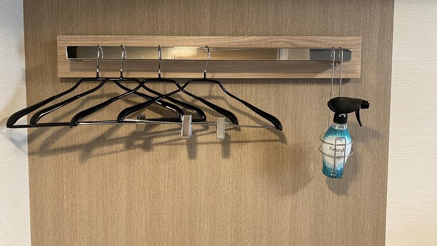 客室ハンガー◇コンフォートルームにはクローゼットがついております