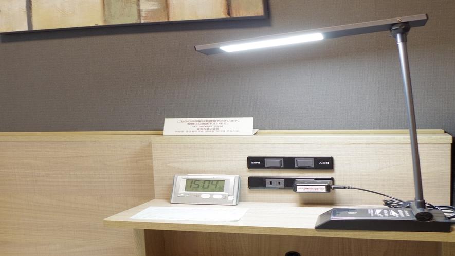 電気スタンド◇全客室に設置・お仕事や勉強の際にご利用下さい
