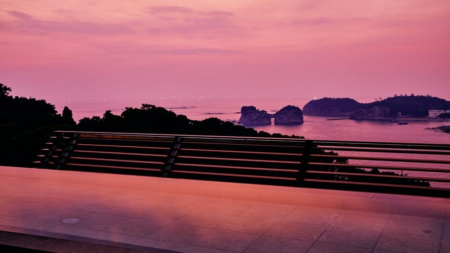 ☆【天空】和邸専用展望風呂です(男女入替制)。夕陽を眺めながら温泉に浸かるのも贅沢なひとときです。