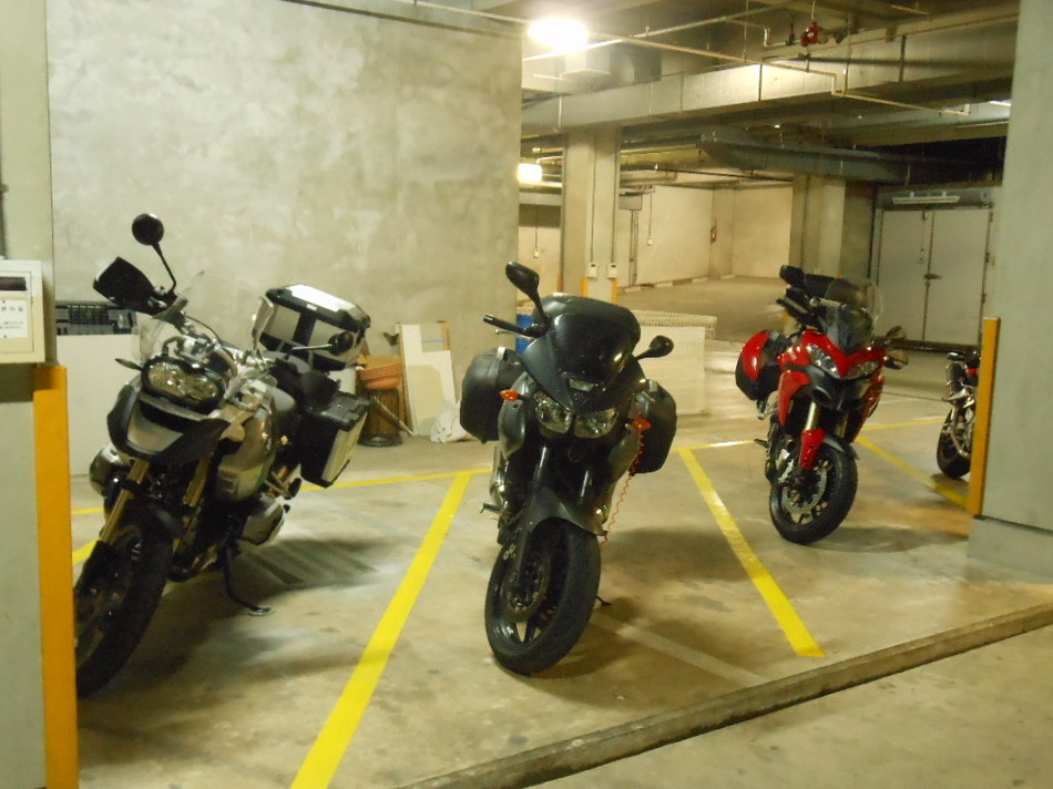 バイク駐車場(1)