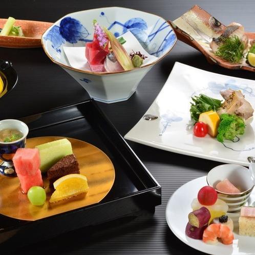 ご夕食一例。季節の素材を使った会席料理をご用意致します。