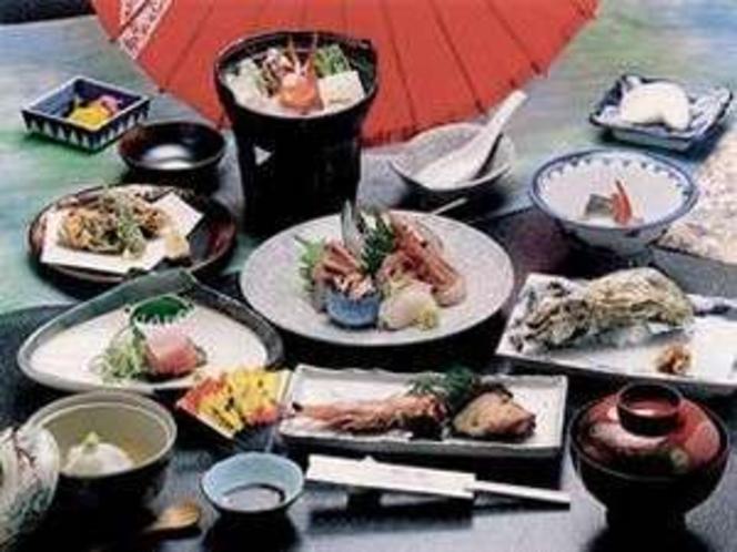 新鮮な海の幸が満載の会席料理を堪能