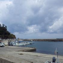 目の前は港!ダイビングや釣りの方には船を斡旋いたします。
