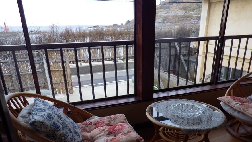 *客室一例:窓から見える間垣を眺めてお寛ぎください。