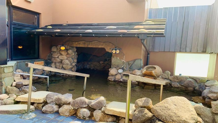 ◆10階男性大浴場【露天風呂】(湯温:42~43℃)