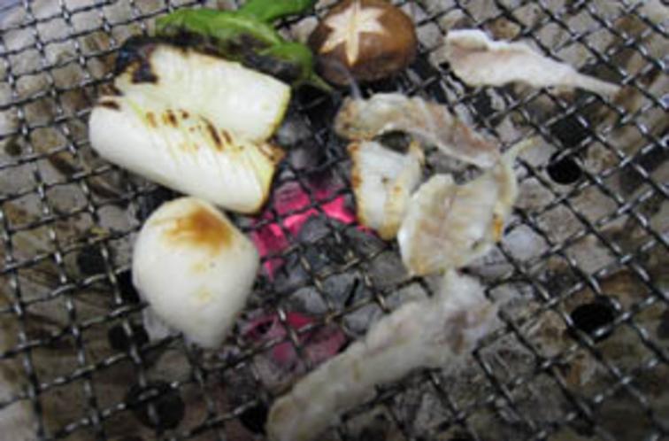 焼きフグは炭火を使用しています