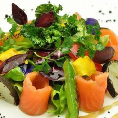 スモークサーモンのグリーンサラダ