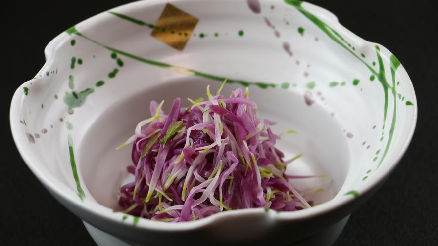 ◆【ご夕食一例・お通し】地場産・柿ノ元(菊)のおひたし