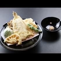 ◆【ご夕食一例・揚げ物】旬の魚の米粉の天ぷら