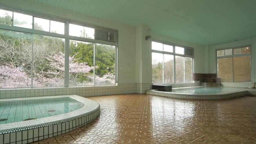 ◆【大浴場-春-】開放的な大きな窓の大浴場は、24時間ご利用いただけますので、お好きな時間にお楽しみ