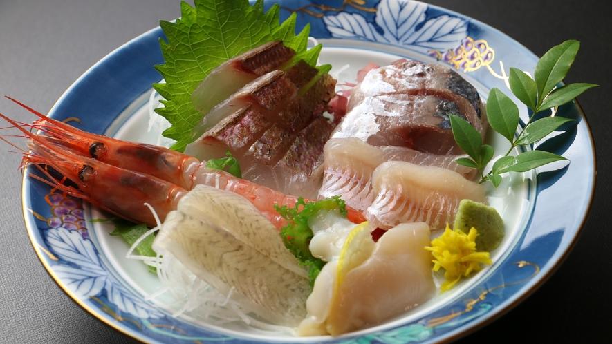 ◆【ご夕食一例・お造り】 新潟名物南蛮えびと採れた新鮮なお刺身※日により内容が変わります