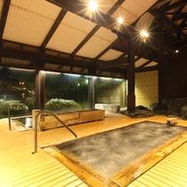 大浴場民話の湯(花の湯)。猿ヶ京の温泉は美肌の湯と言われ、床はお子様にも安全なソフトすのこを採用。