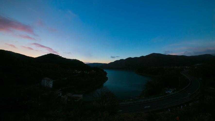 ■ロビー■~赤谷湖(夕景)~