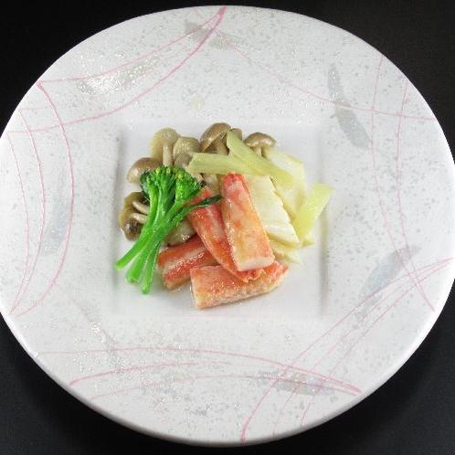野菜とズワイ蟹の天然塩炒め