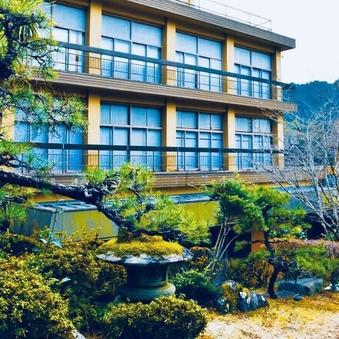 山側 渓谷の緑を楽しむ和洋室