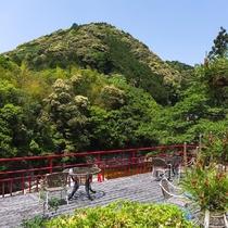 ◆宇連川を望むテラスからの眺めは絶景!