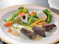 鯨赤身と春野菜