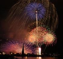 広島の夜空にさく花火 広島みなと夢花火の様子①