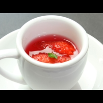 自家製苺のゼリー(春の創作会席)