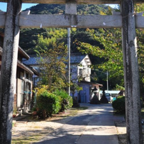 みやたは、沖野神社の一の鳥居内にあります。